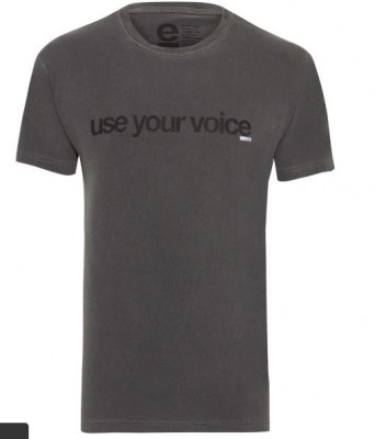 516b2f78b Camiseta Osklen Cinza Frase
