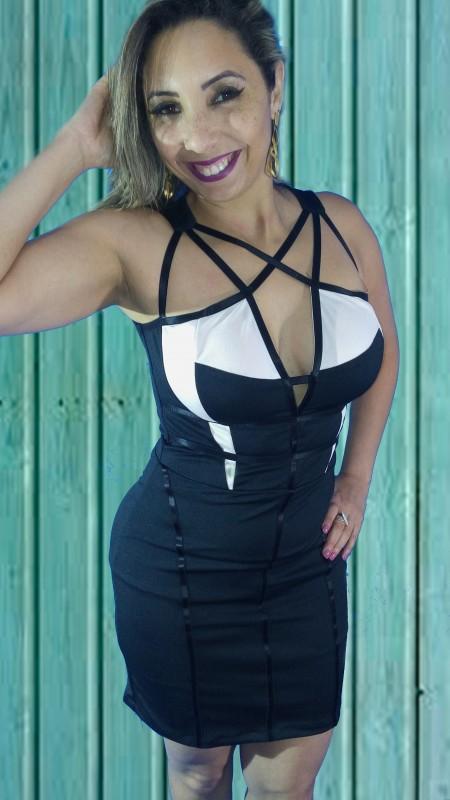 f9bbbb98ff vestido justo preto e off white com decote trançado
