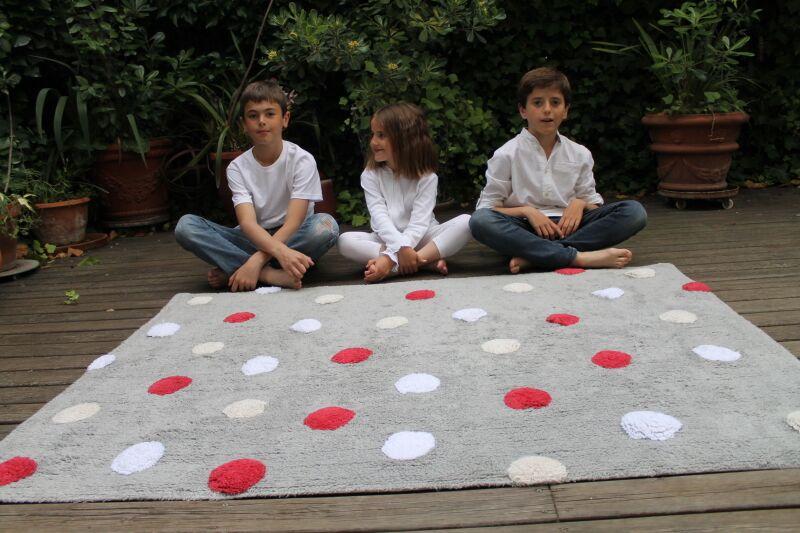 Tapete Cinza com bolas vermelha, branca e bege, modelo C-TT-3