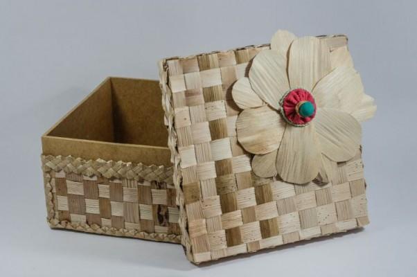 Artesanato caixa mdf forrada com palha de bananeira