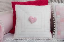Almofada Bordada Com Coração de Crochet 1