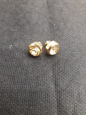 Piercing Ponto de Luz Dourado com Pedra Dourada