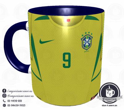 Caneca Seleção Brasileira - Camisa 2002 (Pentacampeão Mundial) - Porcelana 325 ml