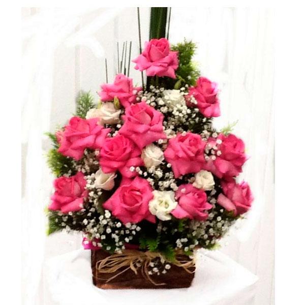 Arranjo com 12 Rosas e Lisianto