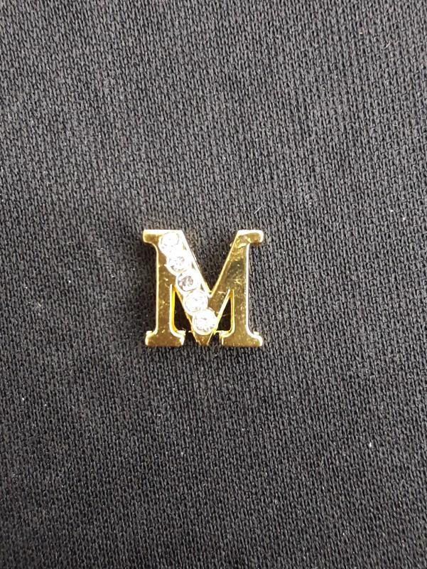 Letra M Dourada
