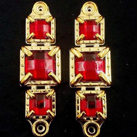 Quadrado ABS Dourado/Vermelho 037