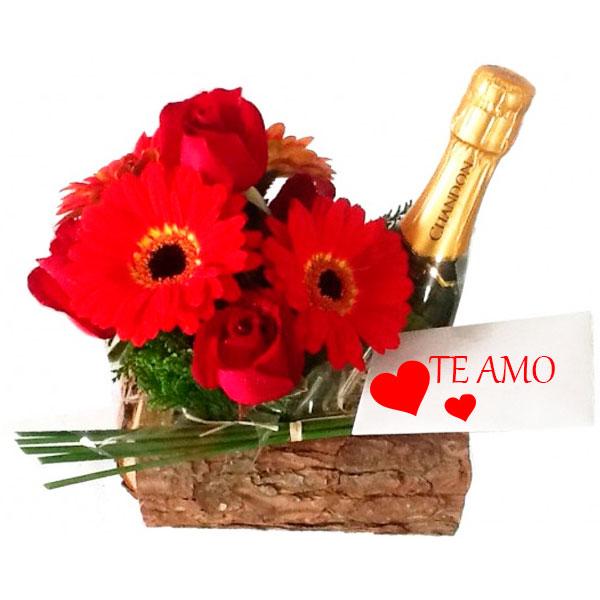 Arranjo de Flores Vermelhas e Champagne