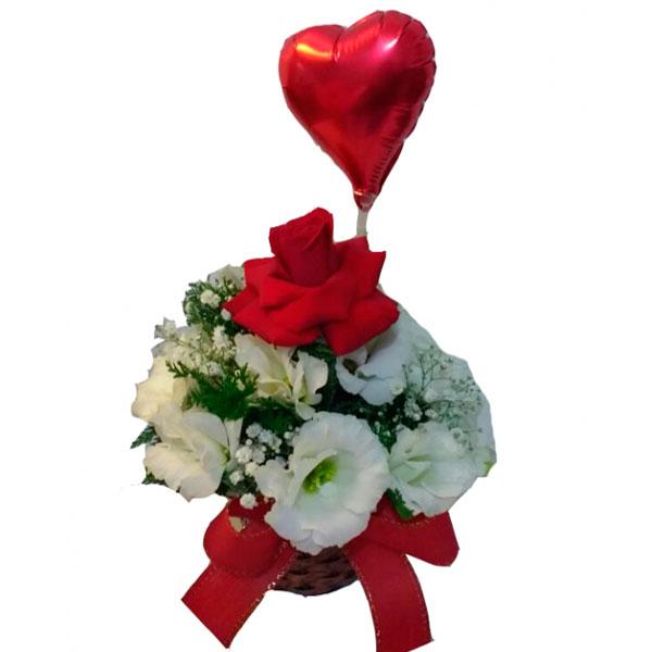 Arranjo com Lisiantos Brancos e Rosas Vermelhas