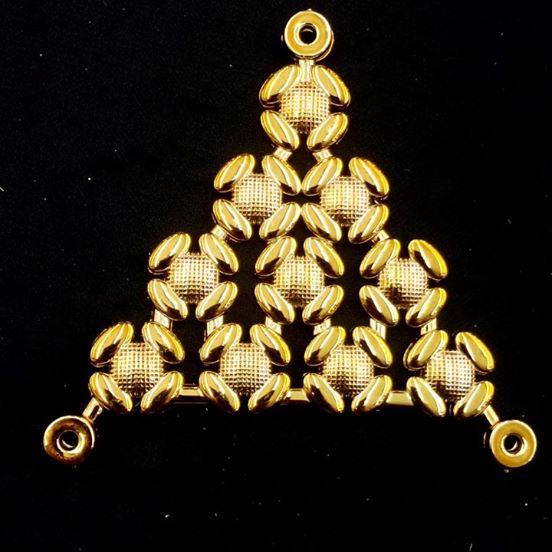Triangulo Flor de Lins Dourado ABS 016