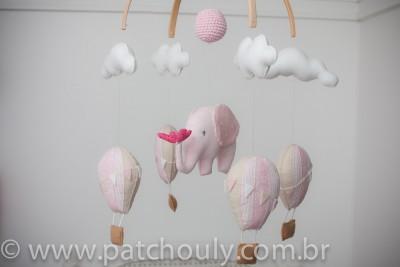 Móbile de Elefante e Balões Rosa