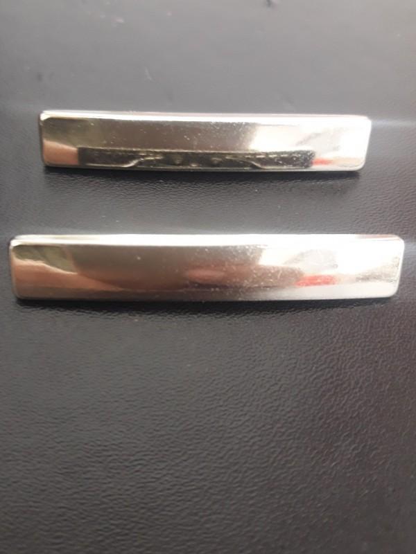 Plaquinha de Metal Prata Modelo 4