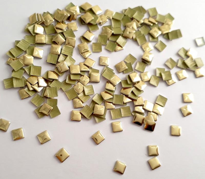 Tachinha Quadrada Dourada 3mm - 50 unid