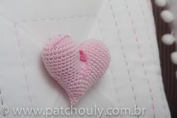 Almofada Bordada Com Coração de Crochet 2